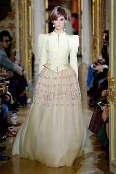 「ウリヤナ・セルギエンコ(ULYANA SERGEENKO)」が2016年春夏オートクチュール・コレクションをパリで発表した。
