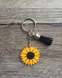 Sunflower Key Ring, Sunflower Keychain, Backpack Tag, Teacher Gift, Backpack Zipper Pull, Flower Key Sunflower Accessories, Sunflower Jewelry, Clay Keychain, Keychain Ideas, Keychain Design, Diy Jewelry Charms, Backpack Tags, Car Key Ring, Sunflower Gifts
