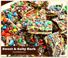 SWEET & SALTY BARK! {topped with m&ms & pretzels} Simple to make, so good. Perfect for salty & sweet addicts! Bring on the holidays!!!  | SweetLittleBluebird.com