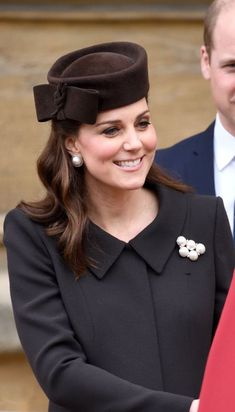 "Duchess Catherine wearing Lock & Co. ""Betty Boop"" hat, Balenciaga ""Eugenia"" earrings, and faux pearl brooch for Easter service, April 2018 Duchess Kate, Duke And Duchess, Duchess Of Cambridge, Prince William And Kate, William Kate, Catherine Walker, Kate Middleton Style, Chic Baby, Princess Charlotte"