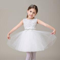 fbca954d778b0 robe mariage enfant fille pas cher en tulle blanche et paillettes  scintillantes avec noeud papillon