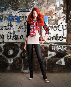 London style outfit - love the sass and the blatant london love. Fashion Line, Vogue Fashion, High Fashion, Fashion Beauty, Winter Fashion, London Stil, London Look, Street Chic, Street Style