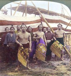日本の写真家「江南 信國」が明治時代に撮影した日本の風景・風俗写真いろいろ 力士たちのステレオビュー写真