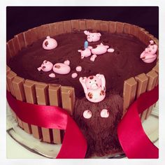 Kit kat cake with pigs, chocolate and strawberry!