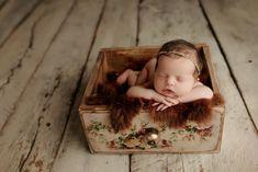 Newborn Baby Photos, Baby Poses, Newborn Posing, Newborn Pictures, Newborn Photo Props, Newborn Session, Baby Pictures, Newborn Fotografie, Newborn Photography