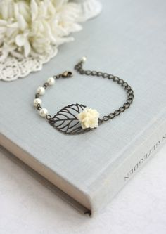 Antiqued Brass Bronze Leaf, Ivory Flower Bouquet Pearls Bracelet. Leaf Bracelet. Nature Inspired Bracelet. Bridesmaid Gifts. Bridal Wedding