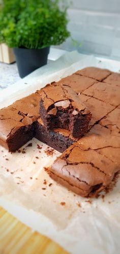 Made by Dulcinele. Tiramisu, Camembert Cheese, Good Food, Sweets, Ethnic Recipes, Cakes, Sweet Pastries, Goodies, Cake