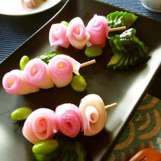 "Skewered Kamaboko Roses Great recipe for Skewered Kamaboko Roses. Using my recipe for ""Kamaboko Florets Made with a Peeler\ Cooking Sushi, Cute Bento, Food Carving, Bento Recipes, Food Crafts, Food Humor, Cooking With Kids, Cute Food, Skewers"