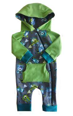 """Ein niedlicher Babystrampler, zuckersüß...) Der Anzug heißt """"Freddy""""..) Alle Schnitte gibt es auf http://www.zierstoff.com/de. Wir bieten zu den meisten Schnitten auch noch die passenden Videonähanleitungen mit an. Unser youtube Kanal heißt """"mein Zierstoff"""". Damit können auch Nähanfängerinnen große Erfolge feiern."""
