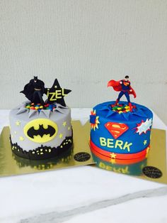 Batman VS Superman cake! fondant! Lego Batman Cakes, Batman Birthday Cakes, Twin Birthday Cakes, Superhero Cake, Superhero Birthday Party, Superman Party, Batman Y Superman, Combined Birthday Parties, Boy Birthday Parties