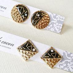 ハンドメイドマーケット+minne(ミンネ)|+◇ブラック×ゴールドのイヤリング Minne, Epoxy, Cufflinks, Enamel, Earrings, How To Make, Crafts, Accessories, Jewelry
