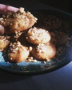 Τα φανταστικά μελομακάρονά μου. Delicious Deserts, Muffin, Sweets, Breakfast, Healthy, Ethnic Recipes, Easy, Food, Morning Coffee