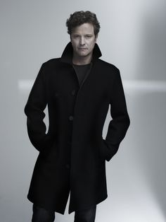 I love men in long coats. I love Colin Firth. Colin Firth is wearing a long coat. Mode Masculine, Francisco Javier Rodriguez, Look At You, How To Look Better, Hot Men, Sexy Men, Pretty People, Beautiful People, Foto Poster