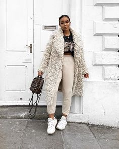 beautiful winter outfits- schöne Winteroutfits Find the most beautiful outfits for your winter look. Outfits Casual, Chill Outfits, Winter Fashion Outfits, Fall Winter Outfits, Look Fashion, Autumn Winter Fashion, Womens Fashion, Fashion Trends, Winter Clothes