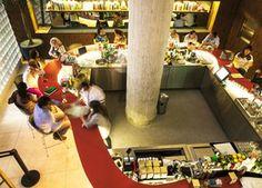 O bar Riviera, que reabriu no tradicional endreço da Avenida Paulista, agora sob o comando de Alex Atala e Facundo Guerra (Foto: Felipe Gombossy/Época SP)