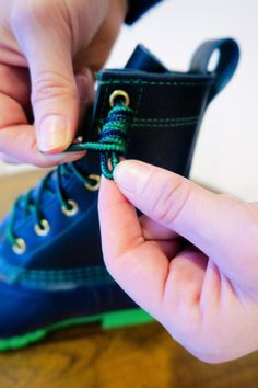 How to Tie Bean Boots - Carly the Prepster How To Lace Converse, Converse Laces, Ll Bean Boots, My Bean, Christmas Tree Farm, Duck Boots, Pattern Mixing, Beans, Tie