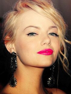 Pink lips 521854675552137697 - Seeing Emma like this makes me wanna dye my hair blonde ! Emma Stone, liner and hot pink lips Source by MaudLay Bright Pink Lips, Hot Pink Lips, Neon Lips, Bright Colors, Beauty Make-up, Beauty Hacks, Hair Beauty, Beauty Full, Beauty Bar