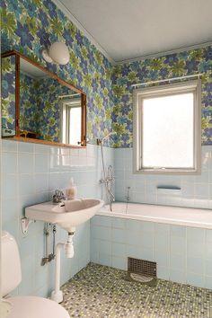 Retro Bathrooms, Small Bathroom, 50s Bathroom, Bathroom Ideas, Living Room Inspiration, Bathroom Inspiration, Simple Bathroom Designs, Beautiful Interior Design, Fashion Room