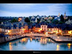 Auray, blue hour [Día 7] by Jordan | Street photographer, via Flickr