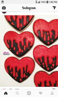 Halloween Desserts, Halloween Cupcakes, Halloween Cookies Decorated, Halloween Sugar Cookies, Halloween Treats, Halloween Decorations, Iced Cookies, Pumpkin Cookies, Royal Icing Cookies