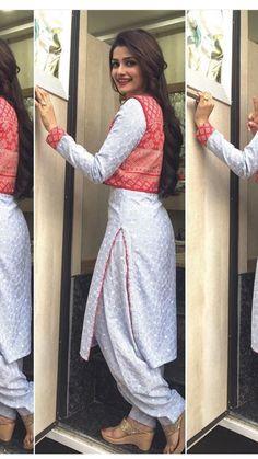 Jacket Style Patiala Salwar Suits For Girls Punjabi Dress, Pakistani Dresses, Indian Dresses, Indian Outfits, Salwar Designs, Blouse Designs, Patiala Suit Designs, Indian Attire, Indian Wear