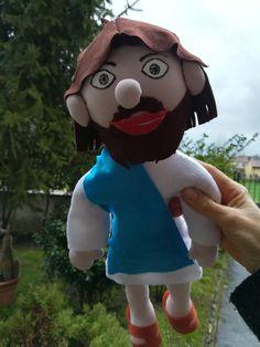 Jesus in pannolenci e jersey riempito con fiocchi di poliestere, da un mio cartamodello.