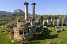 Information, traveling places and historical areas in Manisa Turkey Concept Architecture, Ancient Architecture, Places To Travel, Places To See, Ancient Ruins, Istanbul Turkey, Archaeology, Beautiful Places, Scenery