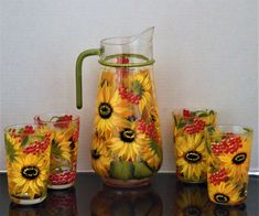 Pitcher and glasses. Hand Painted Sunflowers pitcher and matching Margarita glasses. by almikor on Etsy Painting On Glass Windows, Painting Glass Jars, Glass Art, Sunflower Themed Kitchen, Sunflower Kitchen Decor, Sunflower Decorations, Sunflowers And Daisies, Painted Mason Jars, Painted Vases