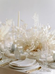The ARK collection - Sinclair and Moore Workshop - Eclipse Dinner plates / Bone Weave napkins kerry jeanne photogrpahy Luxury tabletop rentals for events - chefs - and lifestyle wedding dinner the ARK Modern Wedding Flowers, All White Wedding, Floral Wedding, Wedding Paper, White Centerpiece, Table Centerpieces, Flower Centrepieces, Simple Wedding Decorations, Simple Weddings