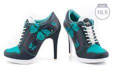 JUST MAGICAL... Mit dem Sport High Heel Model MAGIC BUTTERFLY wirst du Dank der strahlend turquoisefarbenen Schmetterlinge alle Blicke auf dich ziehen. Die Luftlöcher im Zehenbereich sorgen nicht nur für ein angenehmes Schuhklima, sondern forcieren zusammen mit der weißen Schuhzunge den sportiven Charakter.