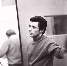 Frankie Valli, front man for The Four Seasons, turns 82 today - he was born in Audrey Hepburn, Tommy Devito, 20th Century Music, Nick Viall, Frankie Valli, Jersey Boys, Recording Studio, Motown, Fotografia