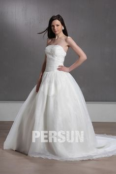 #Favoloso #Abito da #Sposa con Applique - Persunit.com