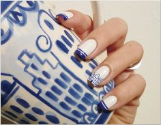 awesome Delft manicure using Catrice Snow Motion and China Glaze Bermuda Breakaway. The houses on the ring finger were done with a nail art brush.