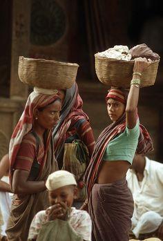 India - Badami, di ritorno con il bucato