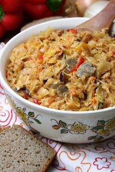 W ten sposób przygotowana kapusta może być samodzielnym posiłkiem, bo podana z gotowanymi ziemniakami czy chlebem spełni taką rolę jak bigo...