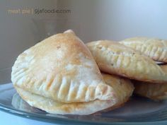 Nigerian Meat pie Recipe Meat pie is one of the things I look forward to eating when I go home, be it at tantalizers, Mr Bigs, Sweet Sensations or TFC the Easy Pie Recipes, Beef Recipes, Cooking Recipes, German Recipes, Potato Recipes, Recipies, Nigerian Meat Pie, Nigerian Food, Ghanaian Food
