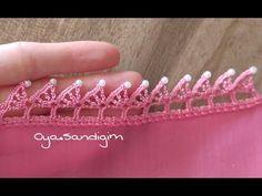 Yarım yelpaze oyasının incili olan modeli. Tığ oyalarının en güzel olanları anlatımlarıyla sitemizde paylaşılmaya devam ediyor. Hand Embroidery, Embroidery Designs, Saree Kuchu Designs, Crochet Edging Patterns, Crochet Videos, Diy And Crafts, Knit Crochet, Tassels, Projects To Try