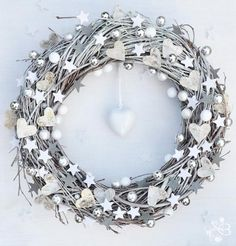 White&Grey Christmas Door Wreath Winter by BotanikaStudio on Etsy Christmas Tree Decorating Tips, Christmas Decorations, Silver Christmas, Christmas Time, Elegant Christmas, Victorian Christmas, Vintage Christmas, Corona Floral, Christmas Door Wreaths