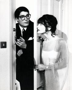 Christopher Reeve as Clark Kent and Margot Kidder as Lois Lane from Superman The Movie Christopher Reeve Superman, Superman Movies, My Superman, Batman Vs, 1980's Movies, Movie Tv, Clark Kent Lois Lane, Sarah Douglas, Dc Comics