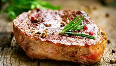 Steak mit Folienkartoffel und Paprikasauce