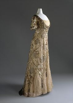 """Callot Soeurs evening dress ca. via The Costume Institute of The Metropolitan Museum of Art """"In the Directoire revival, the waistline was raised in the manner of a century earlier, but with. Vestidos Vintage, Vintage Gowns, Vintage Outfits, Vintage Hats, Edwardian Dress, Edwardian Fashion, Vintage Fashion, Edwardian Era, 1950s Fashion"""