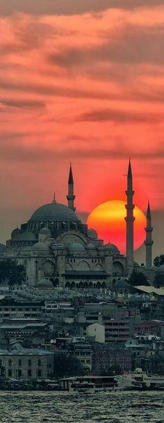 Anochece en Estambul, #Turquía.                                                                                                                                                      Más
