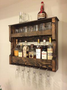 Vin bois et/ou alcool étagère Rack palette par HiddenPondsWoodcraft