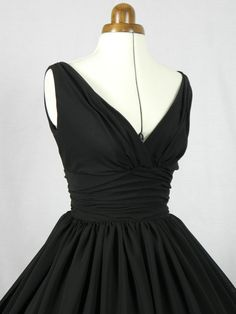 An elegant 50s style cocktail dress. Classic design by elegance50s
