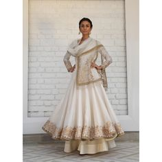 iridescent Ivory white gold Chanderi silk anarkali w delicate gotta-tilla embroidery & soft tulle dupatta & sharara by rimple harpreet narula Pakistani Outfits, Indian Outfits, Pakistani Couture, Indian Designer Suits, Indian Designers, White Anarkali, Indian Party Wear, Indian Wear, Nikkah Dress