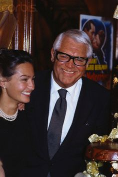 Barbara Harris and Cary Grant, 1982 in Paris, France  NOTE THE POSTER IN THE BACKGROUND!!