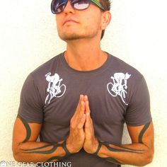 Hey, I found this really awesome Etsy listing at http://www.etsy.com/listing/69897438/fixed-gear-t-shirt-angels-and-devils