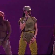 Rihanna Fenty Beauty, Rihanna Riri, Rihanna Music, Rihanna Video, Beautiful Words In English, Rihanna Outfits, Badass Aesthetic, Bad Gal, Haikyuu Characters