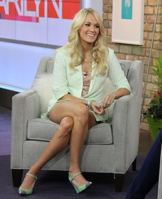 Carrie Underwood Fashion the Marilyn Denis Show, Toronto, Canada, May 2012 - Star Style Carrie Underwood Legs, Carrie Underwood Pictures, Stuart Weitzman, Mini Robes, All American Girl, Nice Legs, Famous Women, Star Fashion, Sexy Legs