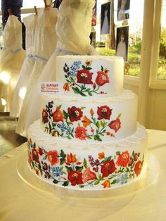 Hungarian embroidery cake / Cace of Kapitany , Budapest , Hungary Gorgeous Cakes, Pretty Cakes, Amazing Cakes, Hungarian Cake, Hungarian Recipes, Hungarian Food, Embroidery Designs, Hungarian Embroidery, Painted Cakes